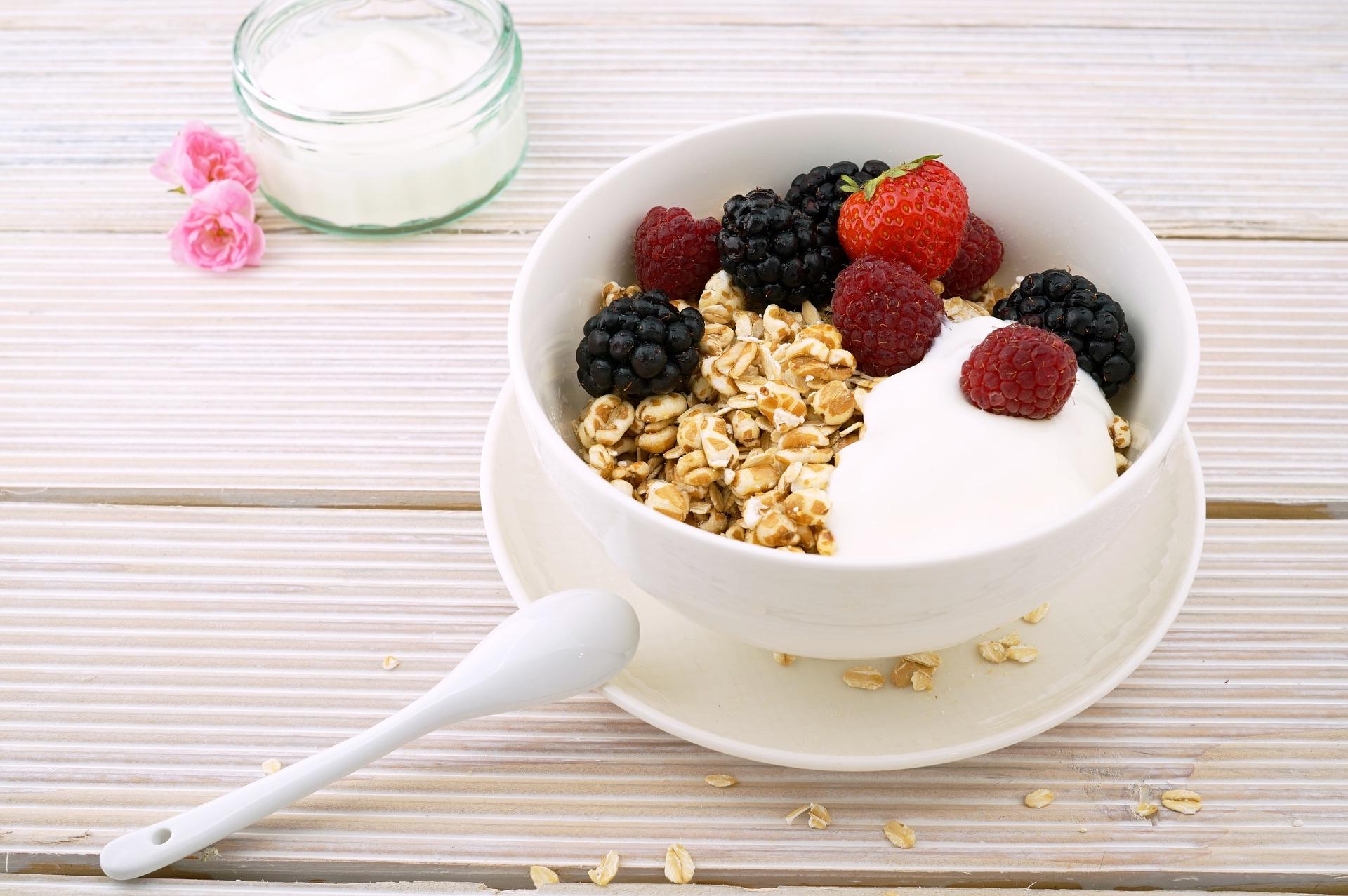 Granola with Yogurt and Fresh Fruit